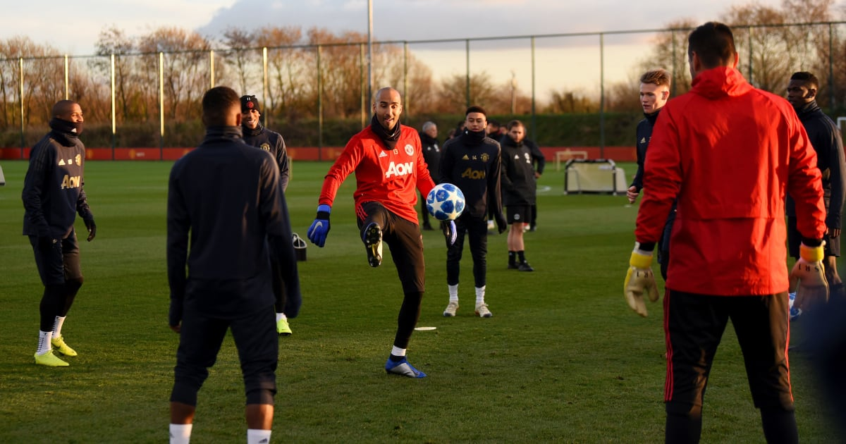 Lee Grant upset as Manchester United make U-turn over offer of a new one-year contract with veteran goalkeeper now set to leave - Bóng Đá